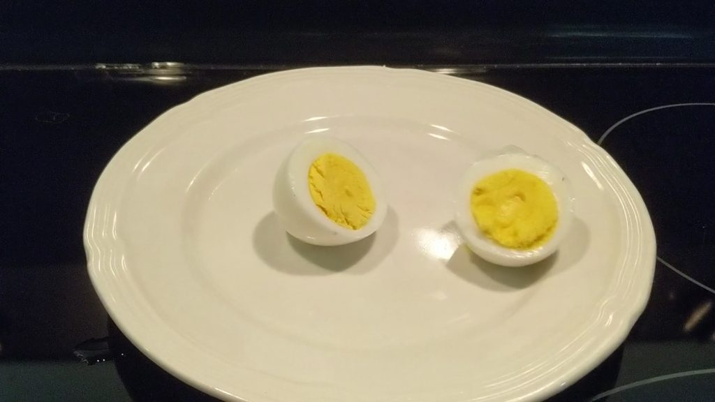 The result - perfectly cooked and peeled eggs